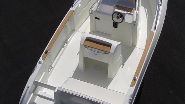 Photo bateau coque open Belone 550 WA en mer